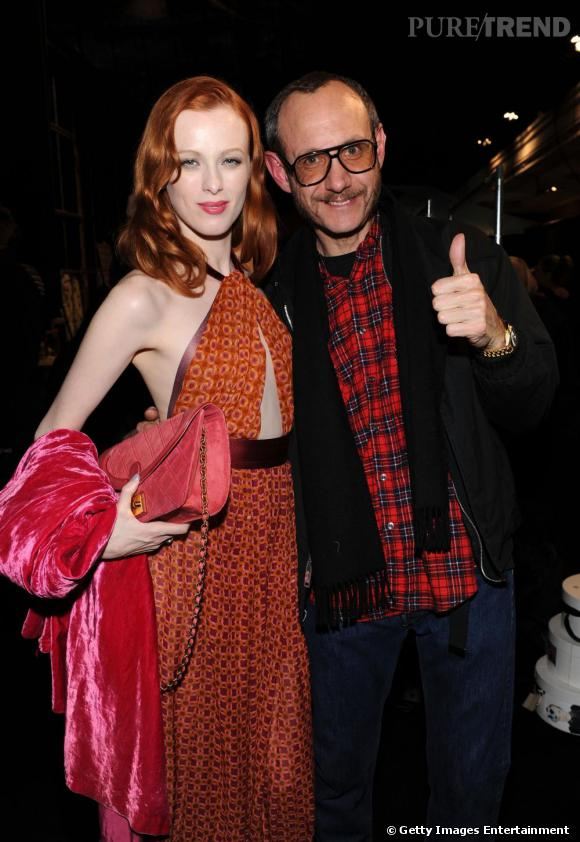 Le top britannique Karen Elson au côté du photographe Terry Richardson.