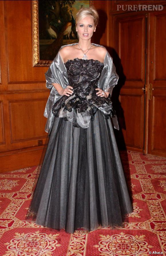 Adriana Karembeu comme toutes les femmes a succombé à la robe de princesse.