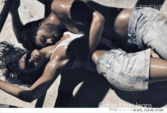 Eva Mendes et Jamie Dornan sont une nouvelle fois réunis pour la campagne printemps-été 2010 de Calvin Klein Jeans.