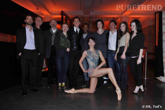 Marta Romagna entourée d'invités à la soirée Tod's Art Plus Drama à Londres.