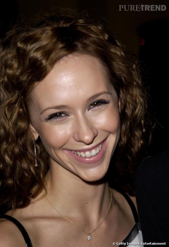 Le sourire banane :  avec un visage long et fin, Jennifer Love Hewitt ne s'arrange guère en souriant.