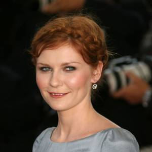 """Le sourire """"Twilight"""" : Kirsten Dunst est bien connue pour avoir les incisives très longues."""