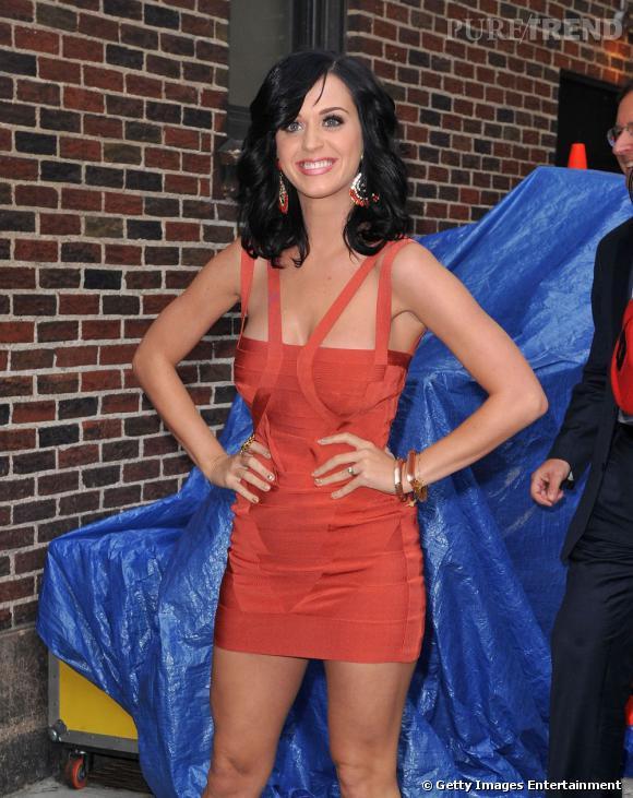 Le sourire ahuri :  Katy Perry a souvent l'air très étonnée lorsqu'elle sourit.