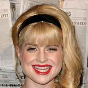 Le sourire raté : Kelly Osbourne est maitresse en la matière. Dents en avant, bouche trop rouge, air ahuri... Tout y est !