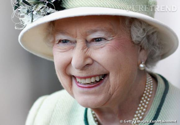 """Le sourire """"Mr. Burns"""" :  Mr Burns, le personnage le plus fourbe des Simpson détient constamment un sourire maquiavelique... Comme la Reine Mère."""