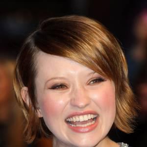 Le sourire flippant : Emily Browning ne se met pas du tout à son avantage lorsqu'elle sourit comme cela.