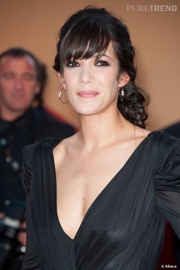 """Mélanie Doutey lors de la montée des marches de """"The Artist"""" à Cannes."""