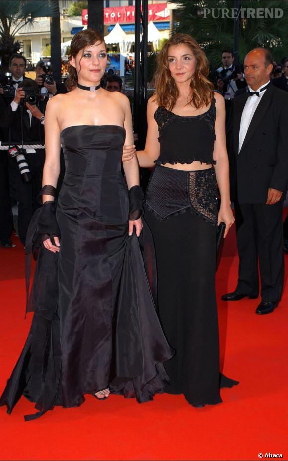 2002 :    Au 55e Festival de Cannes. Marion Cotillard à tendance gothique.