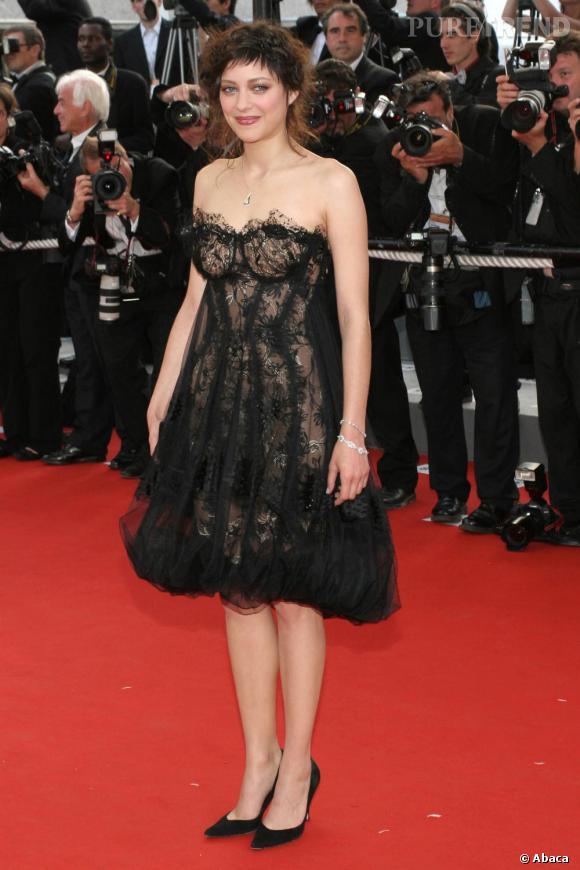 2006  :   A la fois sexy et champêtre, Marion Cotillard nous laisse un peu perplexes.