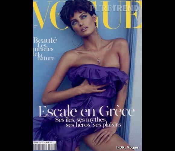 """Isabeli Fontana, métamorphosée pour le numéro juin/juillet 2011 de """"Vogue""""."""