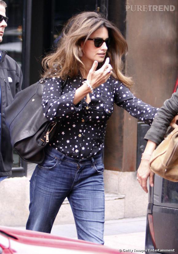 Penelope Cruz en balade dans les rues de Madrid.
