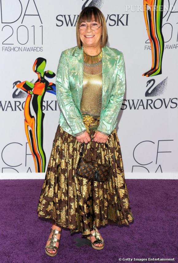 """La très originale Hilary Alexander, journaliste au Telegraph, s'est vue remettre le prix """"Eugenia Sheppard Media Award""""."""
