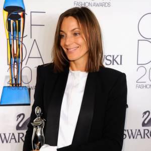 """Venue recevoir le prix """"International Award"""", Phoebe Philo pour Céline offre une jolie réinterprétation du style masculin-féminin."""