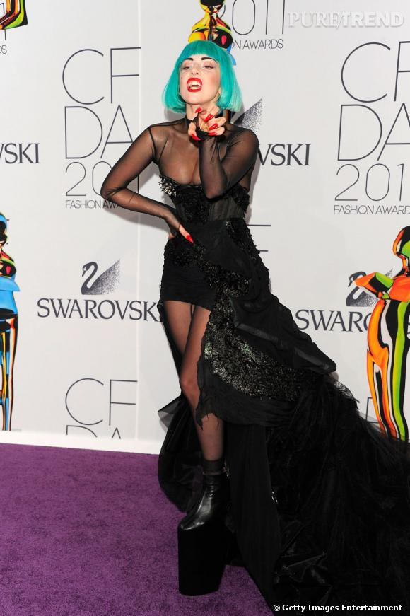 Lady Gaga, en Thierry Mugler, lors des CFDA Fashion Awards 2011 à New York.