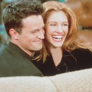 """Matthew Perry et Julia Roberts : un couple 90's rencontré sur le tournage de """"Friends""""."""