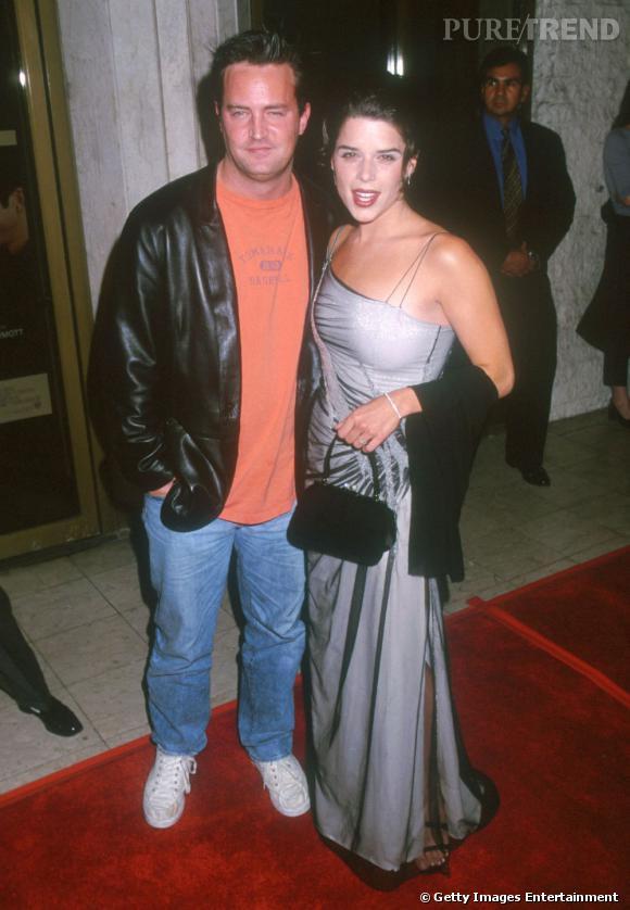 Neve Campbell et Matthew Perry : la star d'un film d'horreur avec l'acteur d'une série humoristique. Qui dit mieux ?
