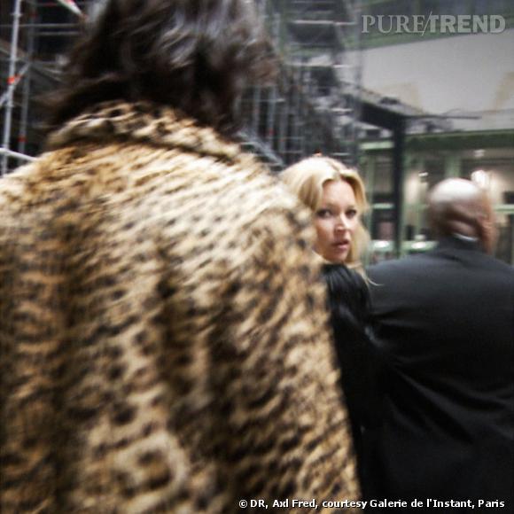 Même lorsqu'elle ne défile pas Kate s'invite aux défilés comme au Grand Palais en 2011. Un cliché pris sur le vif par Axl Fred.