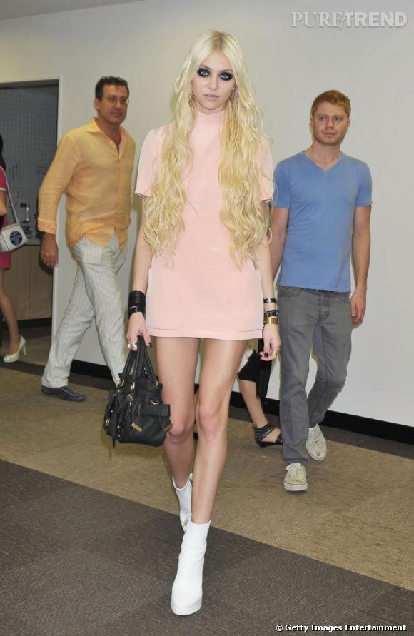 """Taylor Momsen se la joue girly à Tokyo... Retour au style de """"Gossip Girl"""" !"""