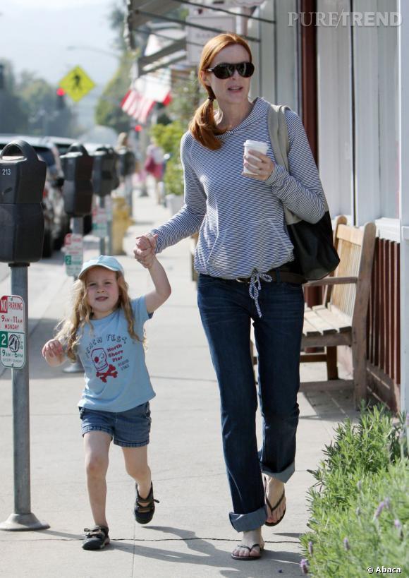 Marcia Cross en balade avec ses filles dans les rues de Los Angeles.
