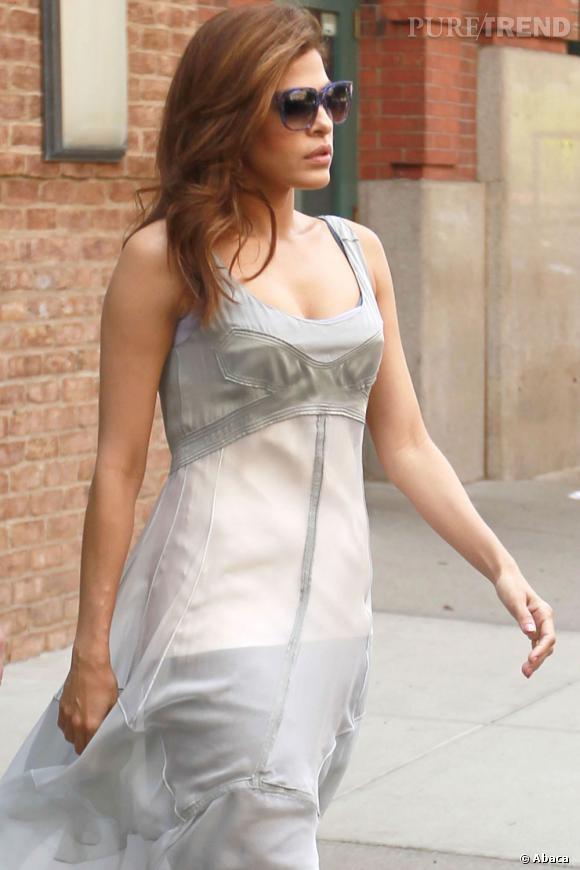 Eva Mendes en balade dans les rues de New York.