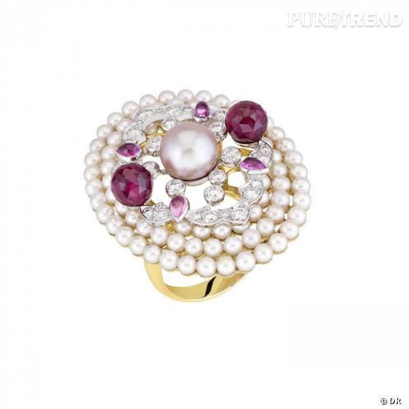 """Bague """"Byzance"""", Chanel Joaillerie  Bague en or rose et or blanc, perle de culture d'eau douce, 2 rubellites facettées, 4 saphirs taille poire, 80 perles Akoya et 31 diamants taille brillant.  Prix sur demande."""