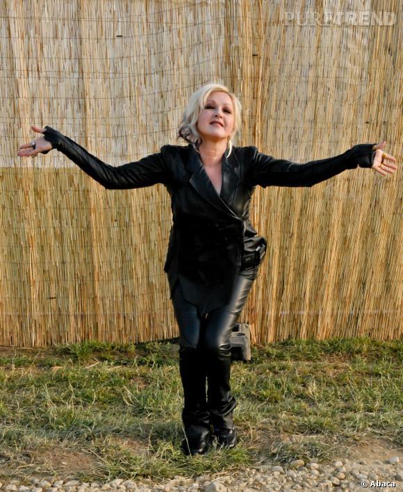 Cyndi Lauper, en total look cuir pour le Festival de Cornbury.