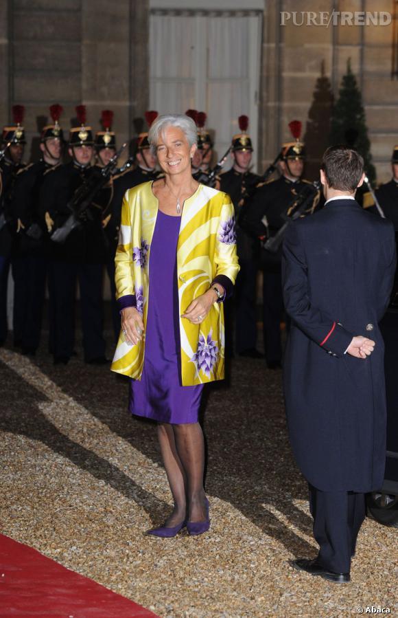 Classique la journée, Christine Lagarde n'hésite pas à arborer des tenues plus colorées le soir.