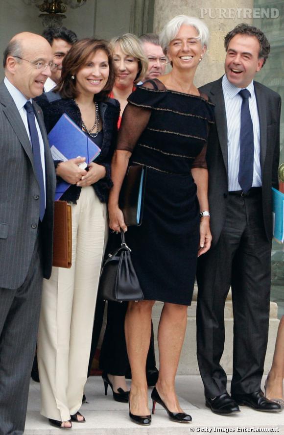 Louboutin aux pieds et petite robe noire un rien audacieuse, Christine Lagarde prend son rôle d'ambassadrice du style français très au sérieux.