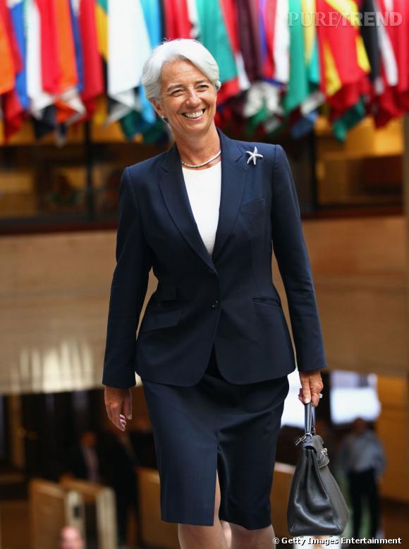 Tailleurs chics et petits détails glamour, voici les éléments indispensables du style de Christine Lagarde.