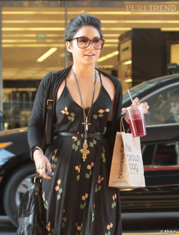 Vanessa Hudgens en balade à Los Angeles pour une séance shopping.