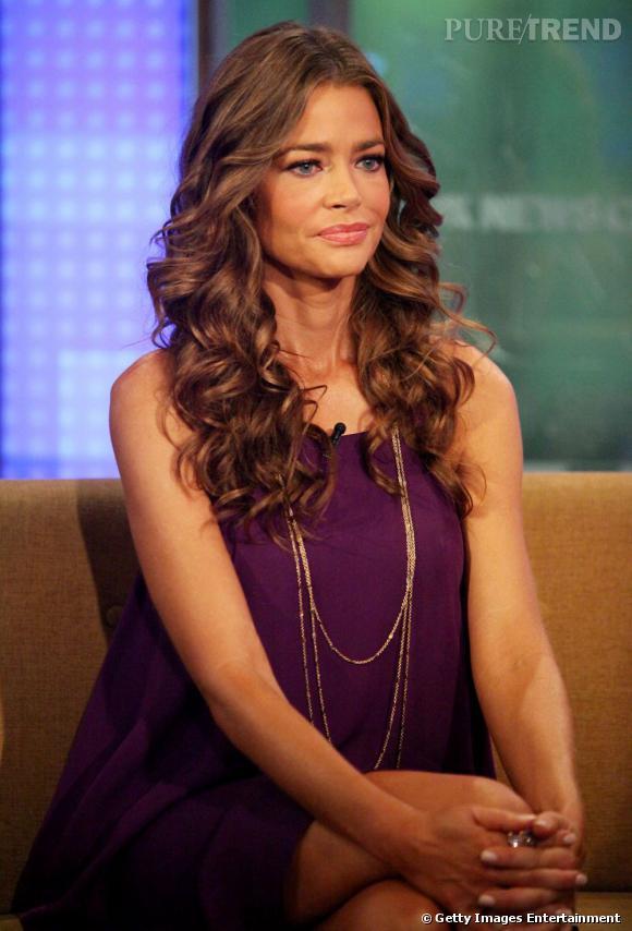 """Denise Richards invitée sur le plateau télé de """"Fox & Friends"""", à New York."""