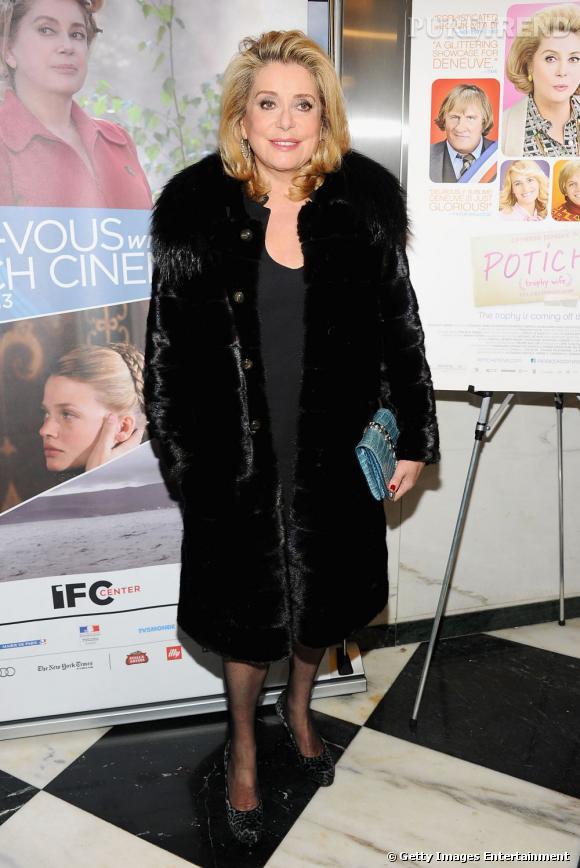 A 67 ans, Catherine Deneuve n'a rien à envier à ses cadettes. Forme olympique, blondeur incendiaire et look 60's : l'actrice est au top.