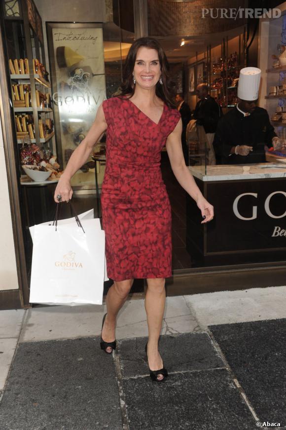 Brooke Shields, gourmande en sortant du chocolatier Godiva à New York.