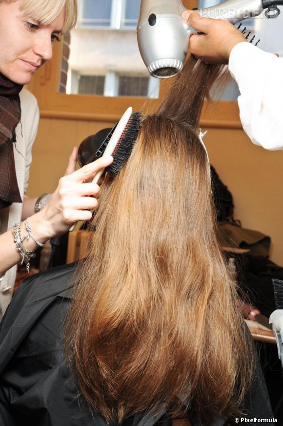 Le brushing permet d'obtenir une chevelure lisse et impeccable.
