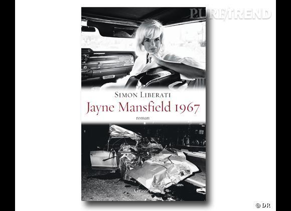 """""""Jayne Mansfield 1967"""" de Simon Liberati, éditions Grasset, 16 €. Quatrième de couverture :  """"Aux basses heures de la nuit, le 29 juin 1967 sur un tronçon de la route US 90 qui relie la ville de Biloxi à La Nouvelle-Orléans, une Buick Electra 225 bleu métallisé, modèle 66, se trouva engagée dans une collision mortelle."""" Dans cette Buick broyée se trouvait une femme, une Hollywood movie star de trente-quatre ans, danseuse nue à Las Vegas, célébrissime sex-symbol des années 50. Simon Liberati ressuscite Jayne Mansfield, l'actrice méconnue la plus photographiée au monde, fouille amoureusement dans les recoins les plus ténébreux de sa vie, retrace ses dernières heures en plein été hippie, lesquelles disent aussi le crépuscule de l'âge d'or hollywoodien. Au programme : perruques-pouf, LSD 25, satanisme, chihuahuas, amants cogneurs, vie désaxée, mort à la James Dean, cinq enfants orphelins et saut de l'ange dans l'underground. Une oraison funèbre et morbid chic dans la droite ligne de Truman Capote et Kenneth Anger."""