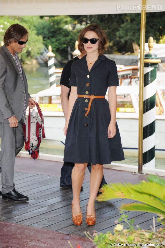Keira Knightley joue la carte du preppy à Venise.