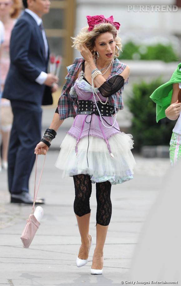 Carrie Bradshaw période Madonna à la mode 80's.