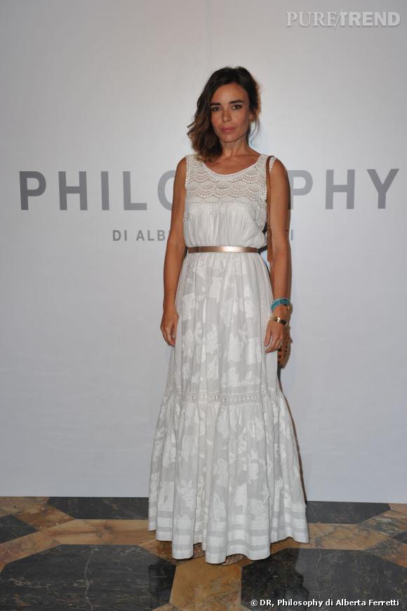 Elodie Bouchez, chic et bohème, chez Philosophy di Alberta Ferretti habillée par la maison.