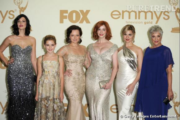 "L'équipe de ""Mad Men"" aux Emmy Awards : Jessica Pare, Kiernan Shipka, Elisabeth Moss, Christina Hendricks, Cara Buono et Randee Heller."