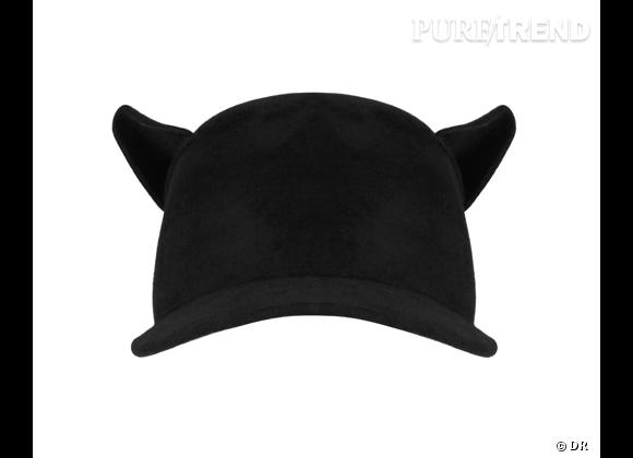 50 chapeaux pour cet Automne-Hiver 2011/2012 !     Chapeau Givenchy, prix sur demande.