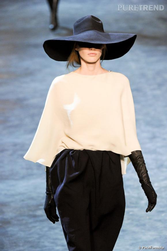 L'it-accessoire de la saison Automne-Hiver 2011/2012 : le chapeau !  Défilé Lanvin Automne-Hiver 2011/2012.