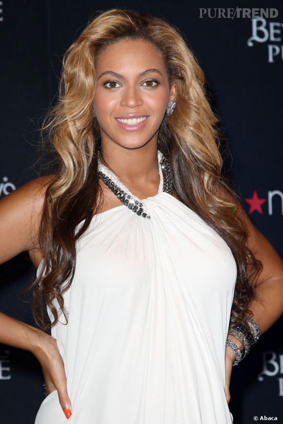 Beyoncé présente son nouveau parfum Beyoncé Pulse dans le grand magasin Macy à New York.