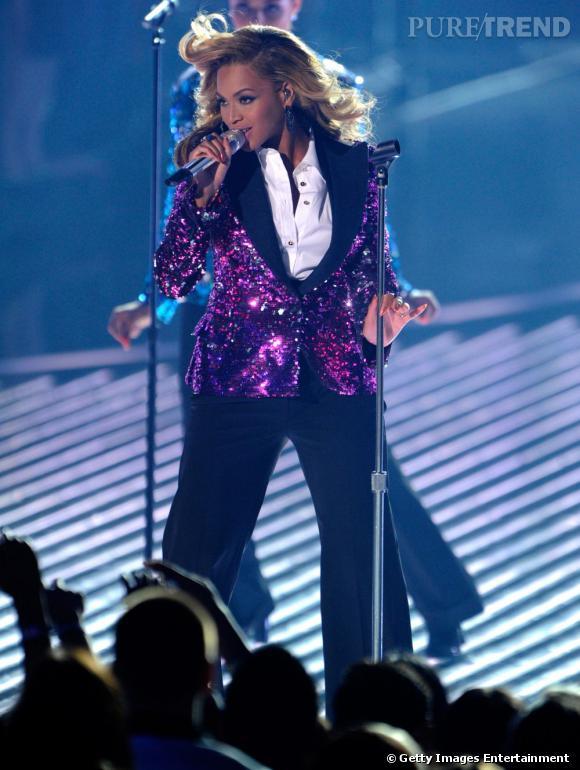 Beyoncé trémousse sa crinière aux MTV Music Awards le 28 août dernier. À la fin de sa chanson, elle annoncera officiellement sa grossesse.