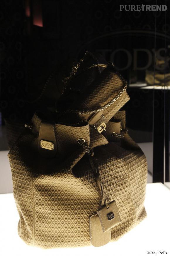 Pour cette collection, la maison revisite les célèbres picots de ses mocassins sur des sacs.