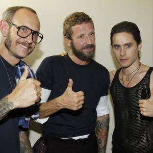 Joli trio formé par Terry Richardson, Stefano Pilati et Jared Leto chez Yves Saint Laurent of course.