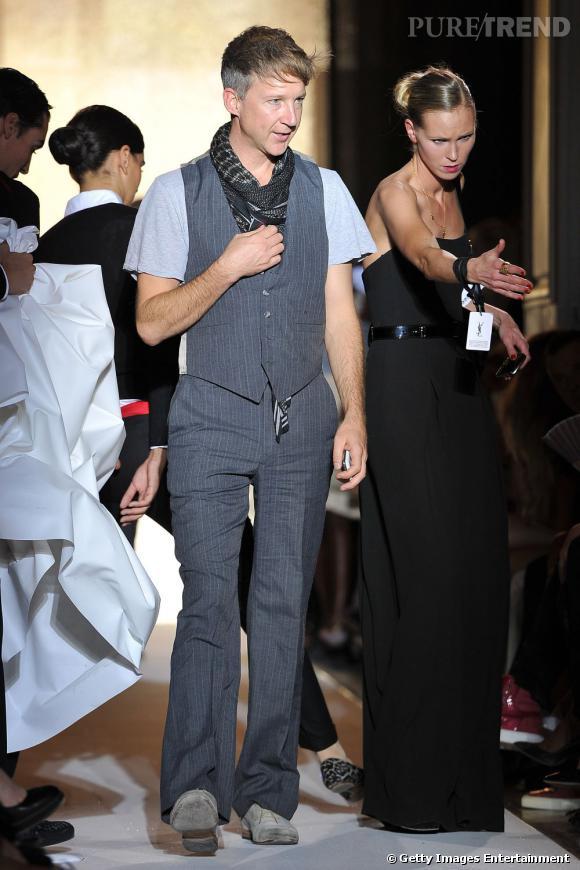Jefferson Hack se laisse guider chez Yves Saint Laurent.