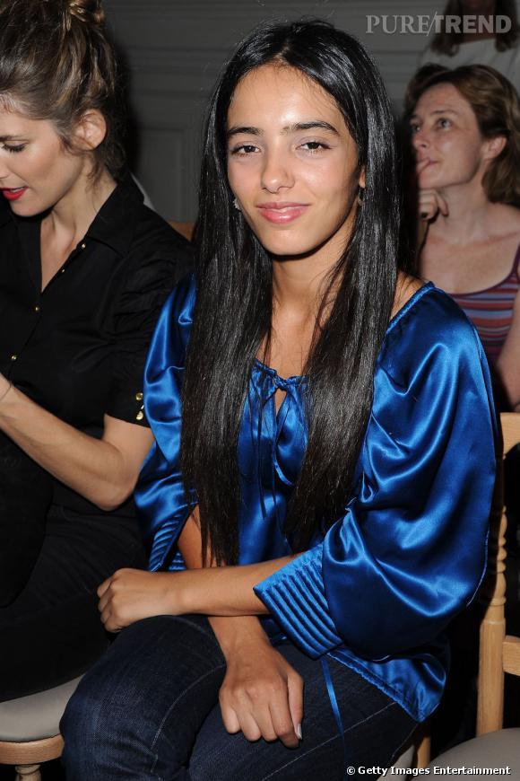 Hafsia Herzi craque pour le bleu éléctrique chez Yves Saint Laurent.