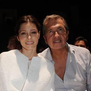 Jessica Biel minaude en front row avec Mario Testino.