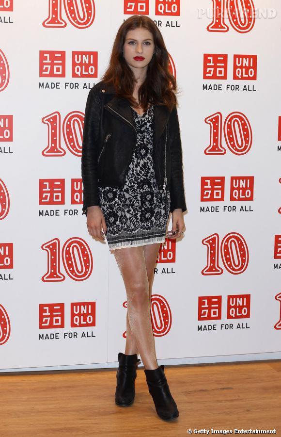 Un look presque irréprochable pour Tali Lennox, on se demande pourquoi elle a mis ces collants...