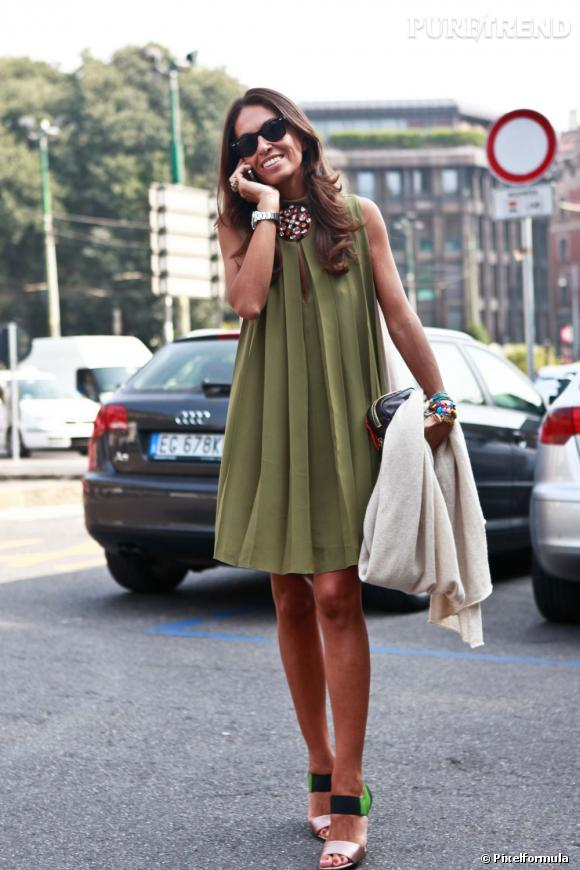 aa1fc6f4b76 Son look   lolita seventies Ce qu on lui pique   sa robe trapèze ...